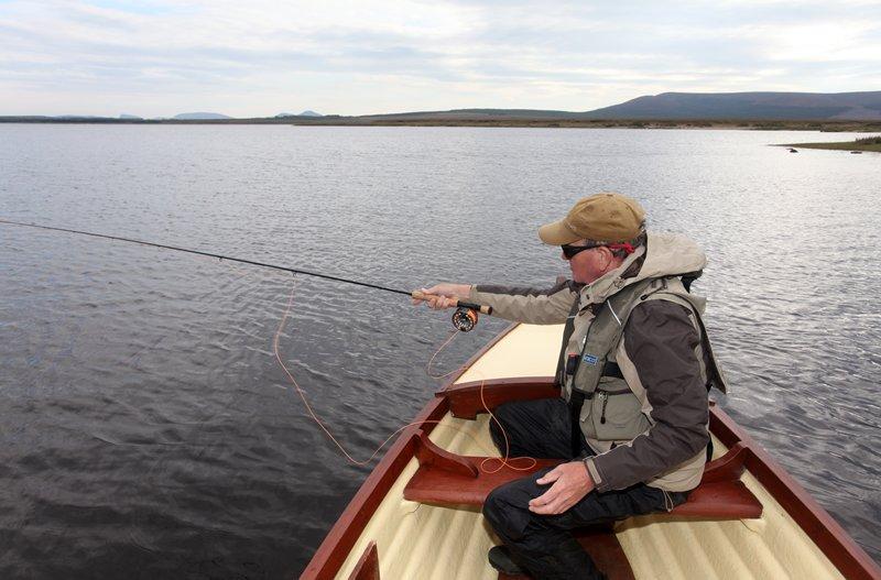 Bei ruhigem Wetter kann man am Carrowmore Lake hervorragend Angeln.