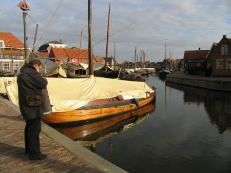 Die Pirsch im idyllischen Hafen von Spakenburg.