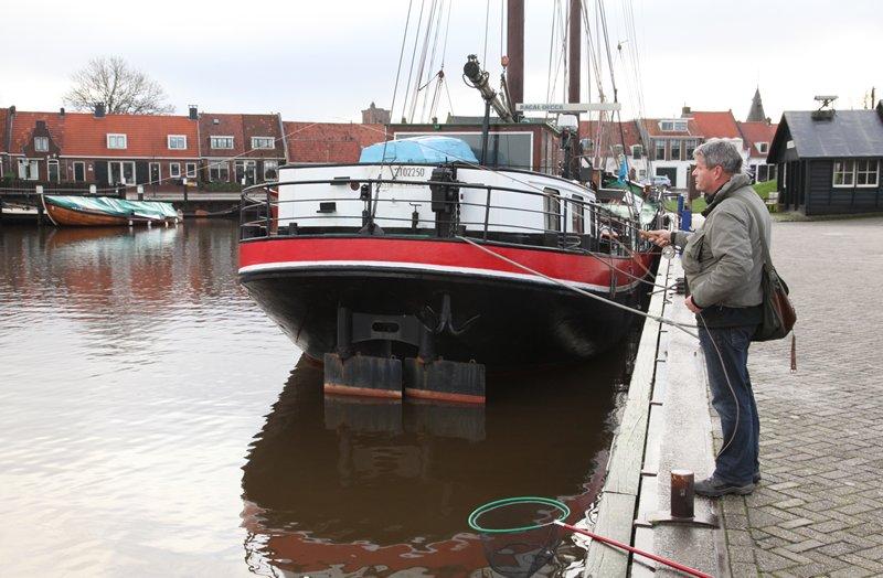 Vielversprechendes Angeln im Hafen